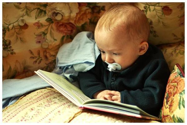Если вы хотите, чтобы ребенок больше читал — читайте при нем, читайте с ним.