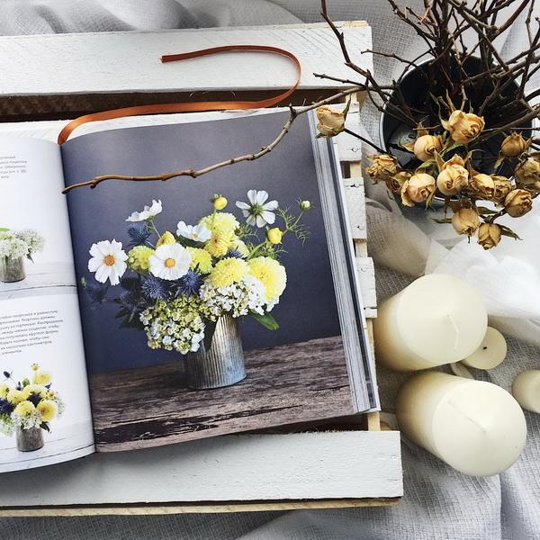 Берите больше цветов для торжественных случаев или меньше, если нужен скромный будничный букет.