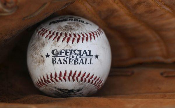 1. Бейсбольная бита и мяч вместе стоят 1,1 доллара. Бита стоит на 1 доллар больше, чем мяч. Сколько стоит мяч? ___ центов.