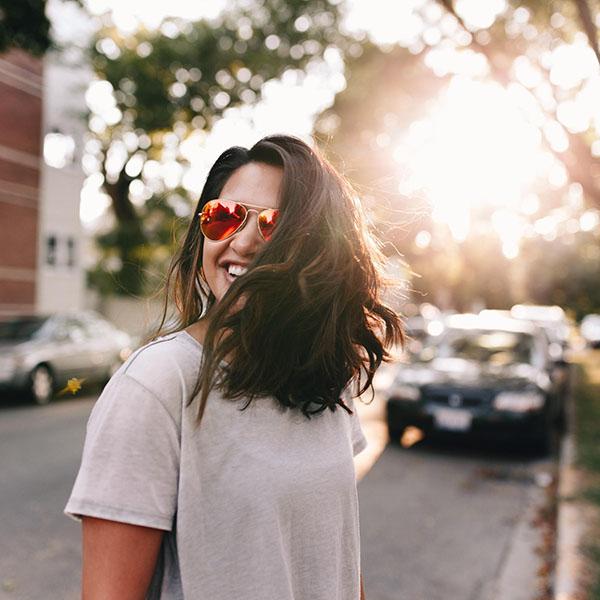 Смех без причины — признак счастья.