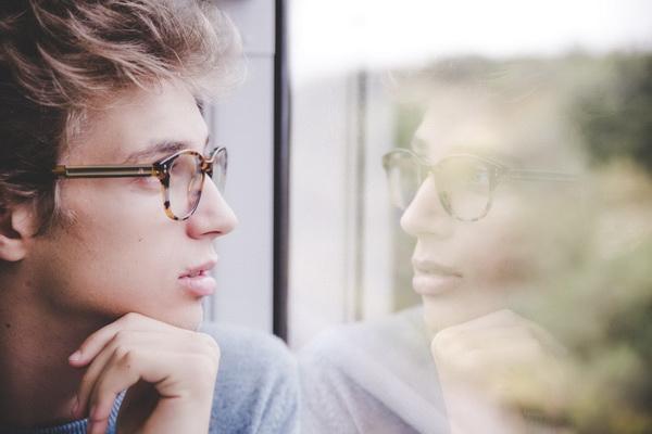 Смотреть на себя в зеркало полезно, но еще полезнее — взглянуть чужими глазами