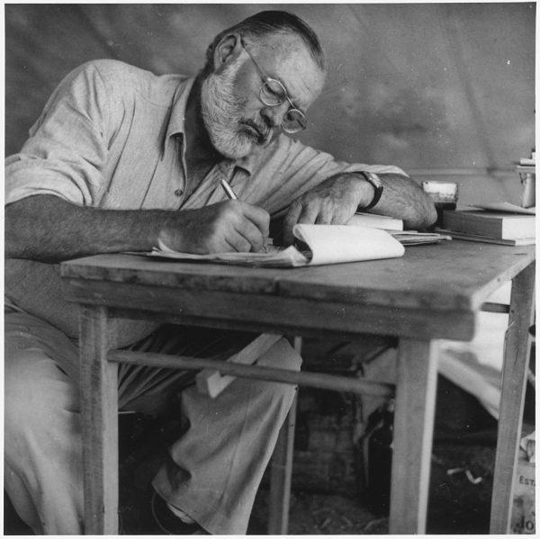 Если писатель хорошо знает то, о чем пишет, он может опустить многое из того, что знает, и если он пишет правдиво, читатель почувствует все опущенное так же сильно, как если бы писатель сказал об этом.