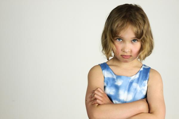 Запрещать ребенку злиться — нельзя! Когда злость копится внутри, с ней трудно справиться, это может перейти в психосоматические заболевания или аутоагрессию.