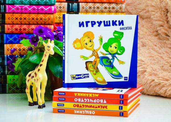 В книгу вошли истории из мультфильмов: «Робот», «Музыкальная шкатулка», «Деталька», «Говорящая кукла», «Калейдоскоп», «Кубик Нолика», «Конструктор».