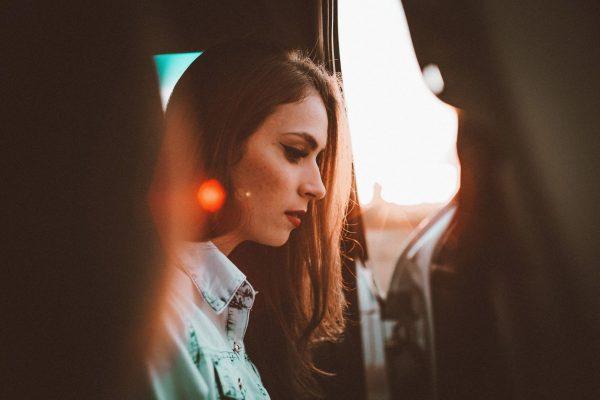 Как вы уже поняли, паника и чувство потери — это нормально. Потому что вы в первой стадии перемен, которая называется Окончание. Не надо бороться с этим чувством, пусть оно поскребется изнутри: проводы есть проводы.