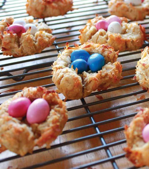 Печенье в виде птичьих гнезд — очаровательное весеннее лакомство. Особенно весело его готовить с маленькими помощниками.