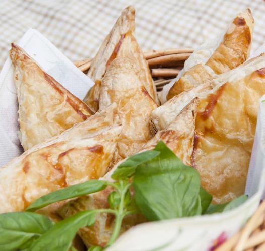 Когда говоришь «хачапури», сразу вспоминаешь о грузинской кухне и о разных видах этой выпечки, которую готовят в Грузии.