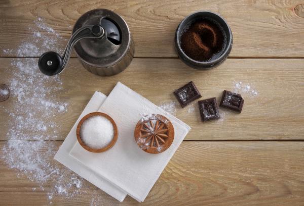 Исключите из своего рациона сахар и не покупайте продукты, содержание сахара в которых превышает 15 г на порцию.