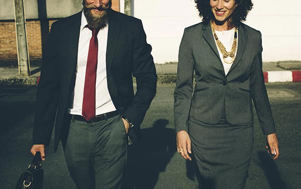 Открыть дело без помощи влиятельных друзей и родственников более чем возможно. К тому же, связями всегда можно обзавестись. А их успешные люди как раз в бизнесе и заводят.