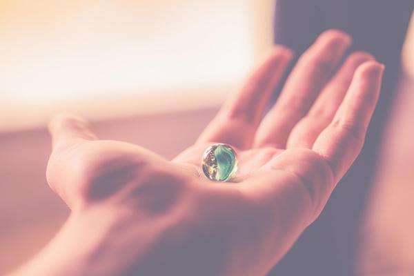 На санскрите слово «карма» означает действие. Все, что мы делаем, говорим и думаем, продолжает существовать после того, как было совершено.
