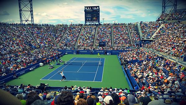 Топ-теннисисты умеют отдыхать даже во время коротких перерывов.