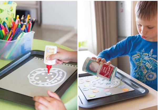 К рисованию на соли необходимо подготовиться заранее, причем для деток постарше подготовительная часть может стать отдельным интересным занятием.