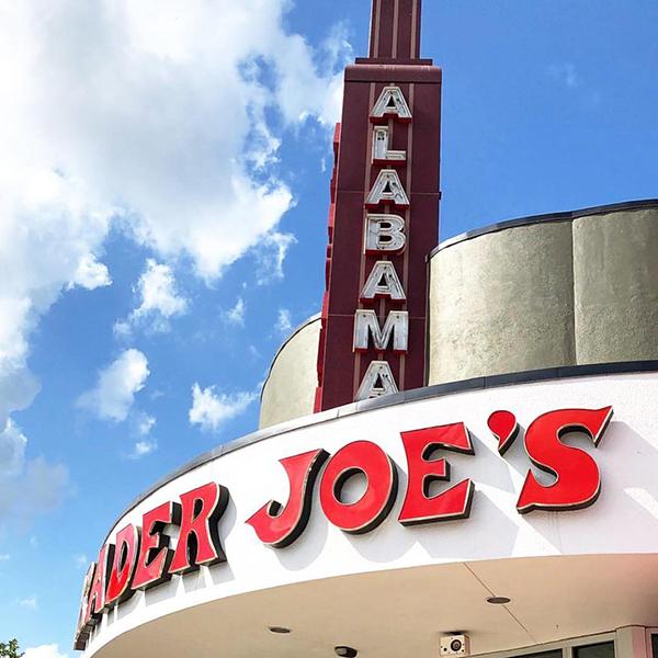 Даже туалетная бумага продается под брендом Trader Joe's. Эта стратегия позволила сети изменить поведение покупателей, и успех сохраняется уже более 45 лет. Таким бренд дошел до наших дней.