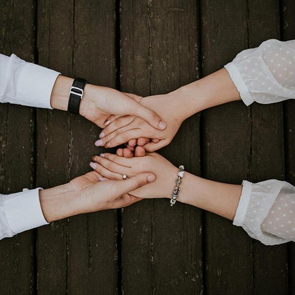 Люди учатся доверять друг другу, основываясь на предыдущем опыте. Если хотите завоевать доверие подростка, поддерживайте его все время.