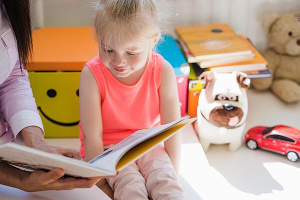 Организуйте 10 минут чтения вслух тогда, когда удобно именно вам — ребенок под вас подстроится. А вам очень важно знать, что в данный момент ничто не станет вас отвлекать.