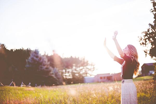 Вот практика-напоминание от Тит Нат Хана: «Делая вдох, я знаю, что старение заложено во мне природой. Делая выдох, я знаю, что не могу избежать старения».