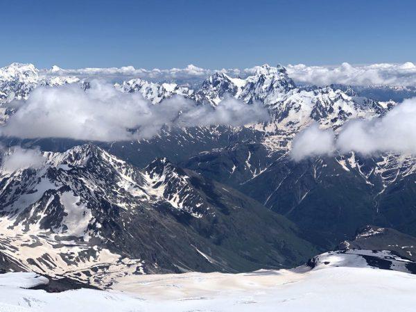 Пока шли, присылали фотографии всему МИФу. Мы любовались снежными вершинами и как будто тоже были там. А потом они поделились инсайтом.