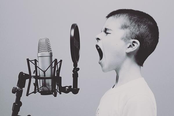 Такие навыки, как умение выступать перед публикой, сочинять речь, участвовать в дебатах, тоже важны. В школе этому обучают?