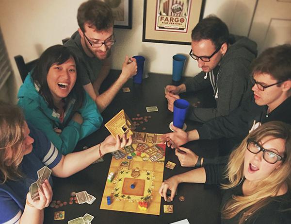 Игры помогают испытать новые эмоции, взглянуть с другой стороны на себя и своих друзей, расслабиться и заполучить оригинальные идеи. Играйте и развивайтесь!