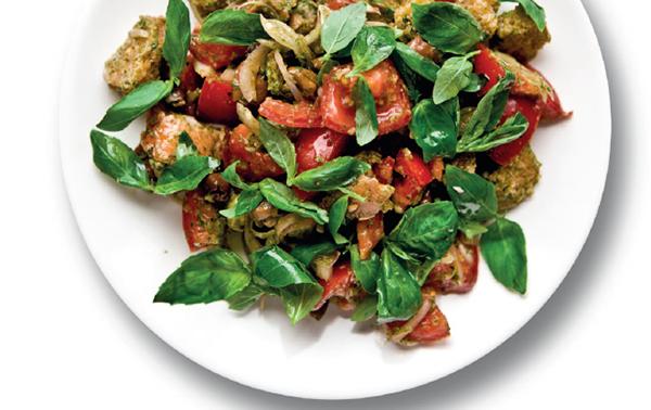 Итальянский салат с хлебом («Панцанелла»)