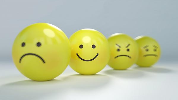 Язык доверия — вербальный и невербальный — основан не на самовлюбленности, оценках, иррациональности или своекорыстии.