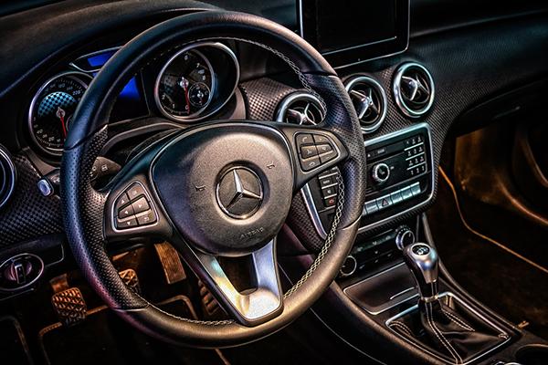 У многих автомобилей есть указатель «пробега до заправки» — количество километров, которые он проедет на имеющемся в баке топливе.