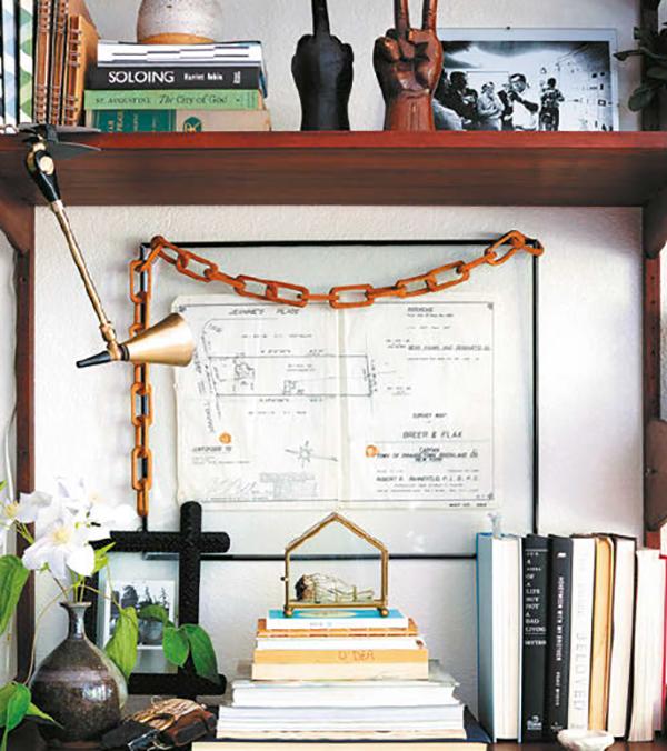 Ваши книги скромно пылятся на полке? Сделайте их особенностью интерьера. Вот как можно обустроить книжные полки и шкафы.