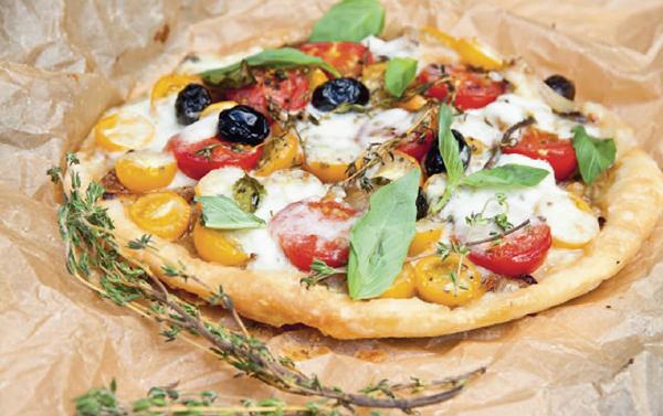 Летний тарт с помидорами и базиликом
