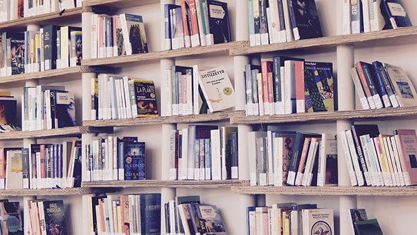 Введите правило — каждый корпоративный подарок сопровождать хорошей книгой