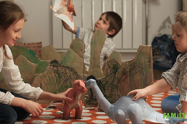 Следуя пошаговой инструкции из тетрадей этой серии, ребенок самостоятельно соберет из бумаги потрясающе реалистичные фигурки кошки