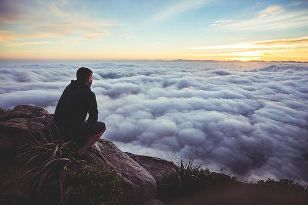 Джим Коллинз в книге «Великие по собственному выбору» называет такие амбиции амбициями пятого уровня