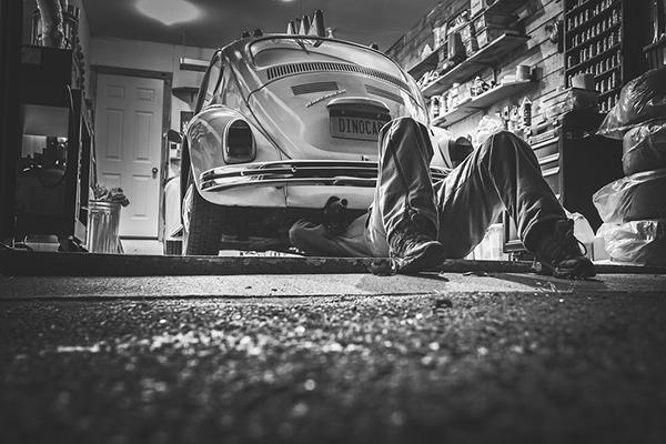 Возьмем конструирование современного автомобиля. Где кончается область компетентности инженера-механика и начинается зона ответственности инженера-электрика?
