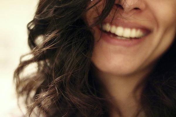 По данным экспериментов, всего час громкого неудержимого смеха действует как лекарство и уменьшает проявления тревожности, стресса и депрессии