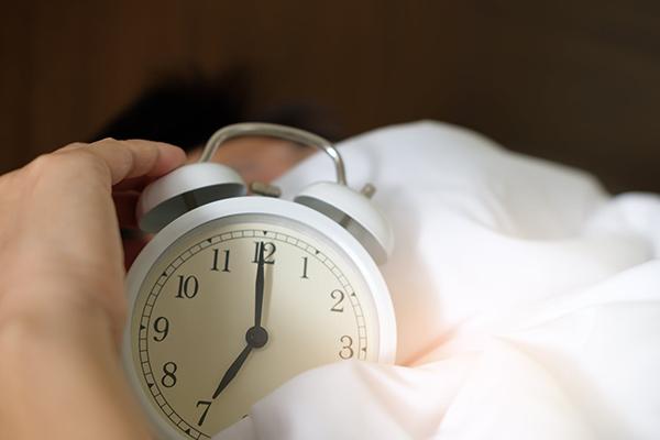 Как заставить себя просыпаться раньше?
