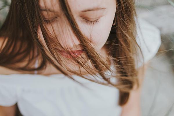 Если вы начнете отвлекаться, это нормально — просто вновь сконцентрируйтесь на дыхании.