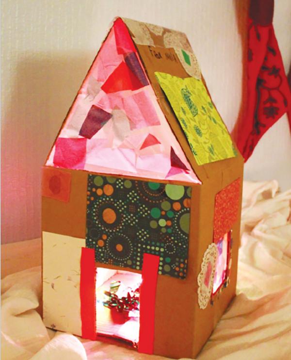 Светящийся кукольный домик из картона