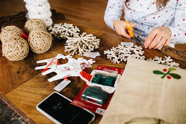 Попробуем подойти к процессу упаковки подарков осознанно, спокойно и расслабленно.