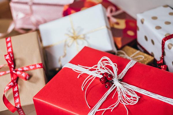 Дарить после Нового года — тоже не лучшая идея. Новогоднего настроения уже нет, а ваш подарок его не вернет.