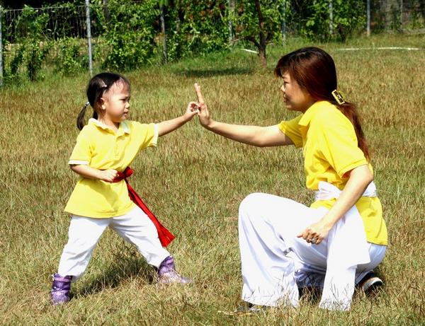 Дети подражают нам как в хорошем, так и в плохом