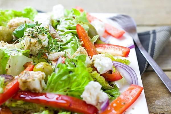 Греческий салат с нутом