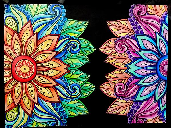 Kaleidoscope Mandala Drawings помогает делать собственные мандалы, быстро загружать их в онлайн-галерею, смотреть и создавать анимацию.