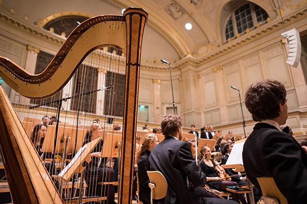 Однажды Бенджамин Цандер, руководитель Бостонского филармонического оркестра, заметил, что 11-я виолончелистка разочарована своим положением: она чувствует себя последней спицей в колесе.