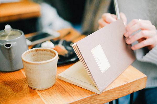 Многие слышали о том, что ведение дневника помогает справиться с усталостью, напряжением, выплеснуть эмоции.