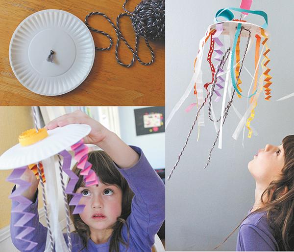 Переверните тарелку и подвесьте ее к потолку или в дверном проеме, используя клейкую ленту или крючок.