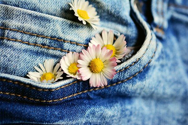 Долгое время джинсы были одеждой шахтеров и рабочих.