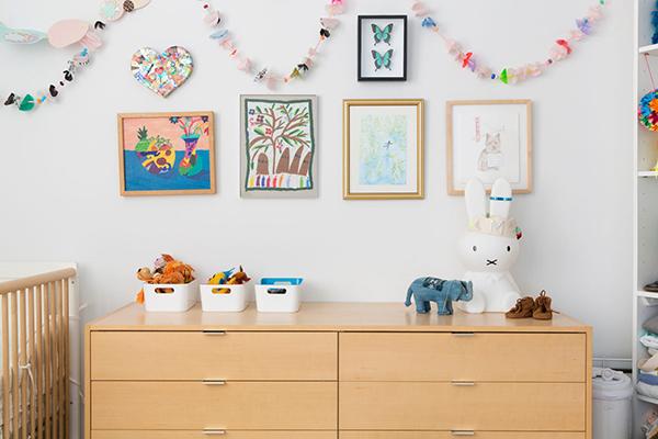 Сделайте отдельное место для рисунков ребенка.