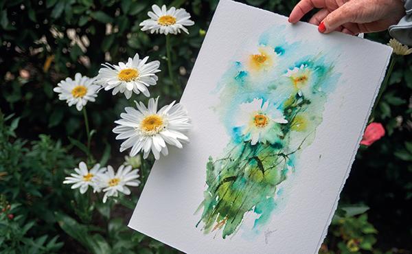 Акварельная бумага обычно имеет белый или кремовый цвет.