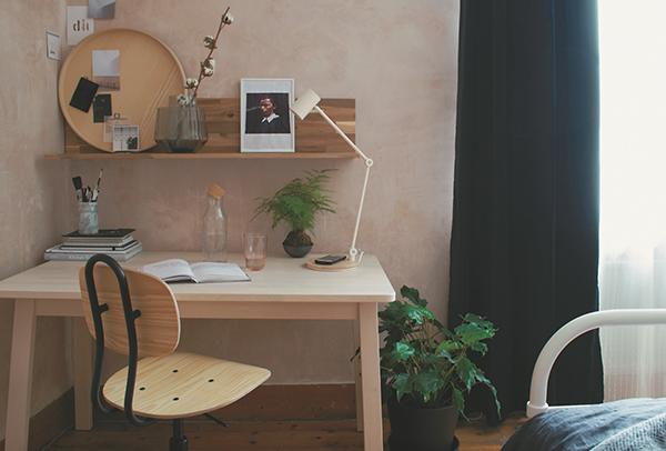 Природные материалы уравновешивают «офисную» и «техническую» функции кабинета.