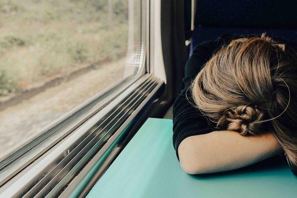 Днем хочется спать, а ночью бодрствовать.