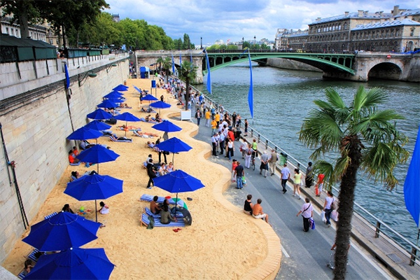 Только представьте себе: в центре города появляется настоящий пляж!